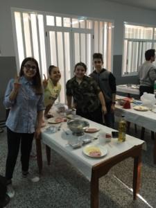 Participants en el taller de cuina.
